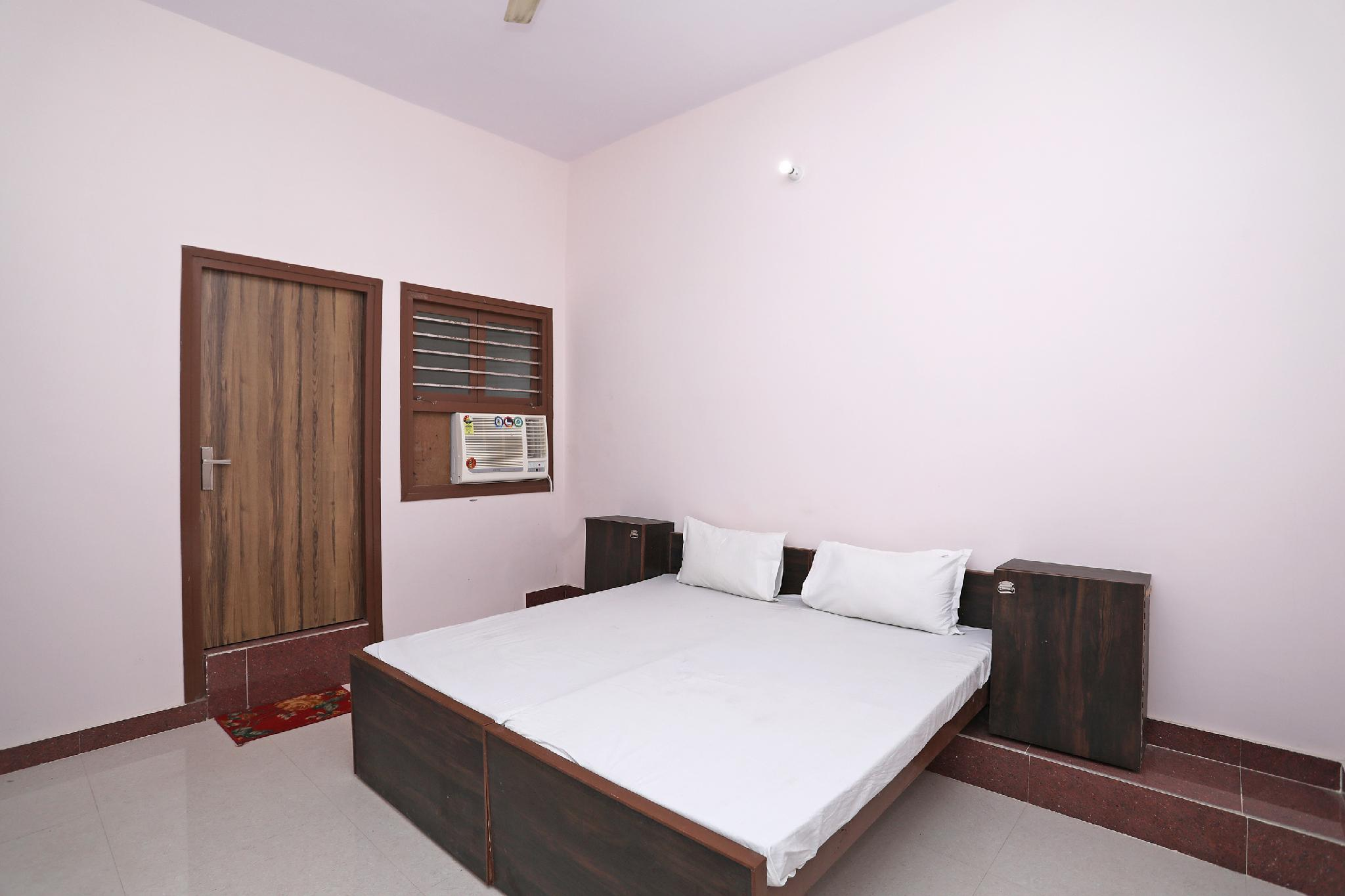 OYO 41136 C M Home Stay