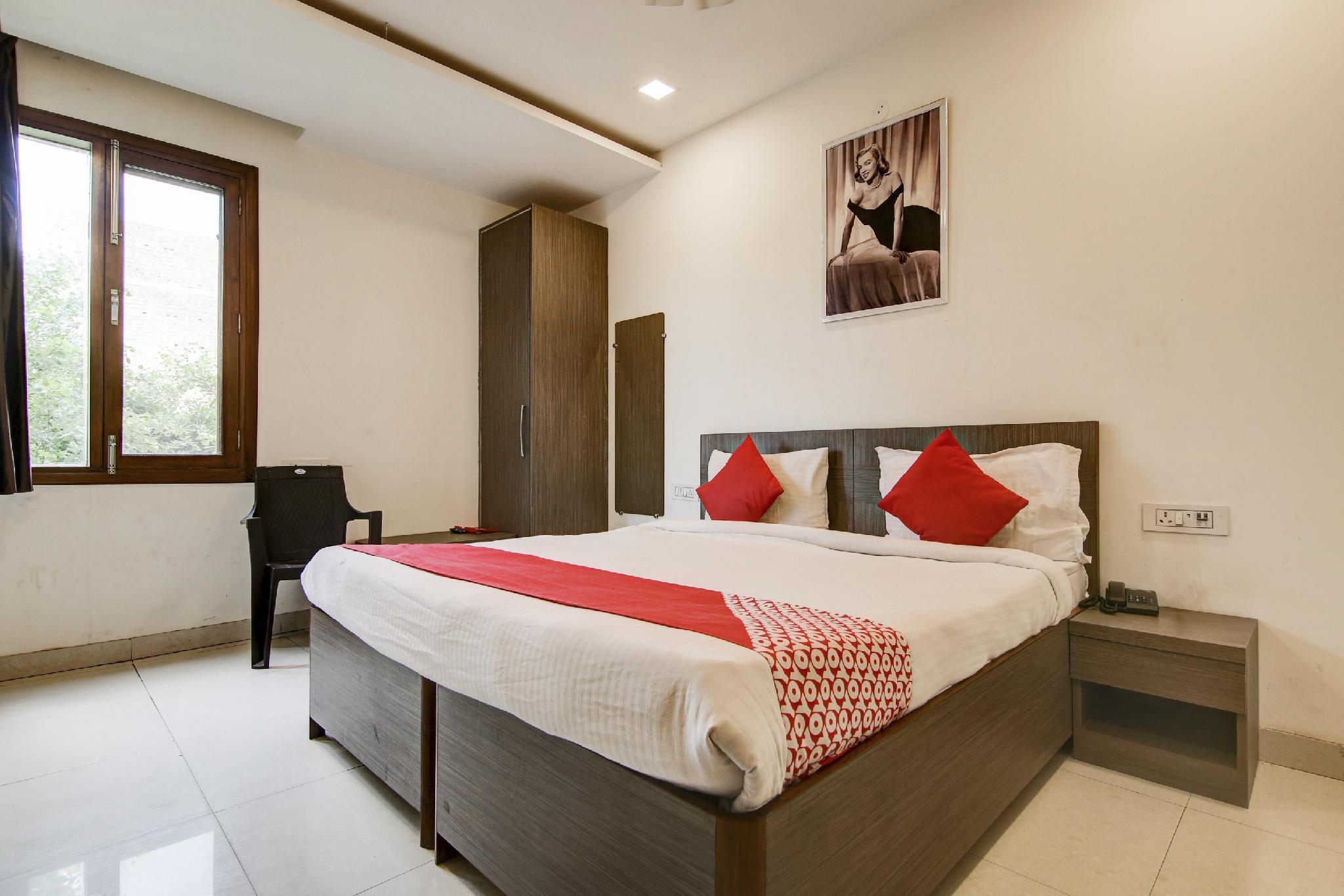 OYO Flagship 39564 Shiv Hotel Sector 33 Begampur