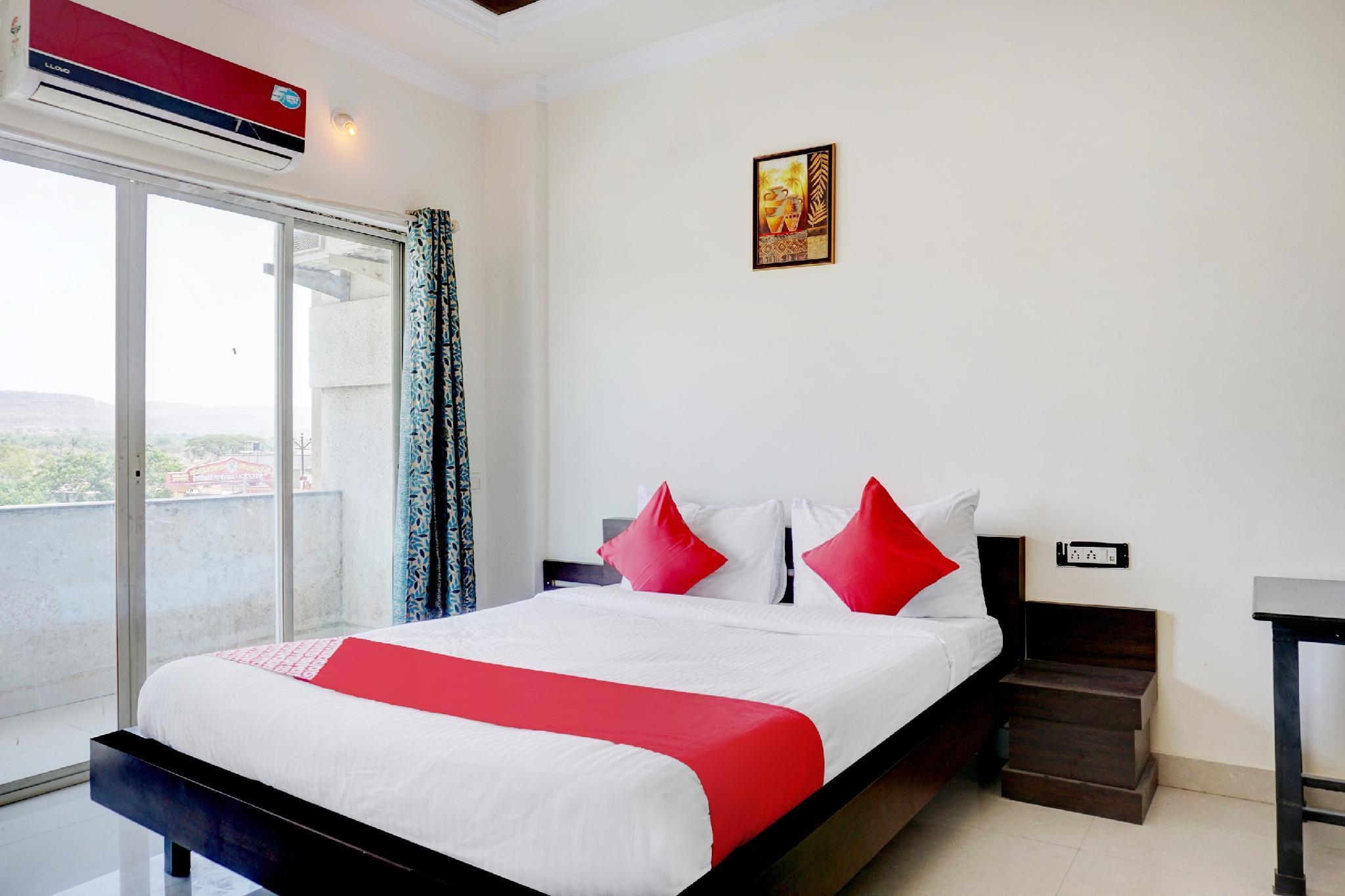 OYO 39728 Hotel Surya