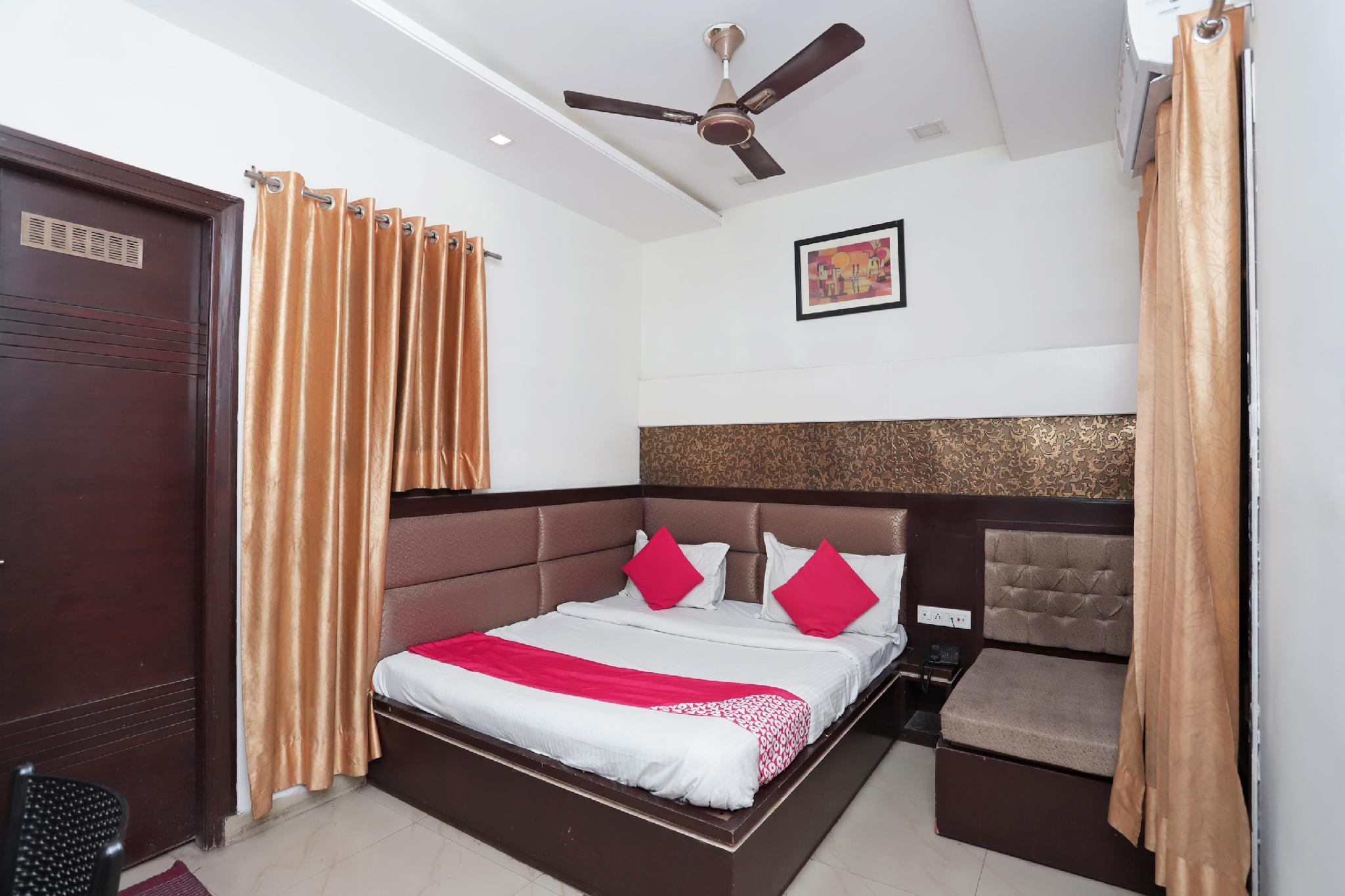 OYO 38824 Atithi Palace
