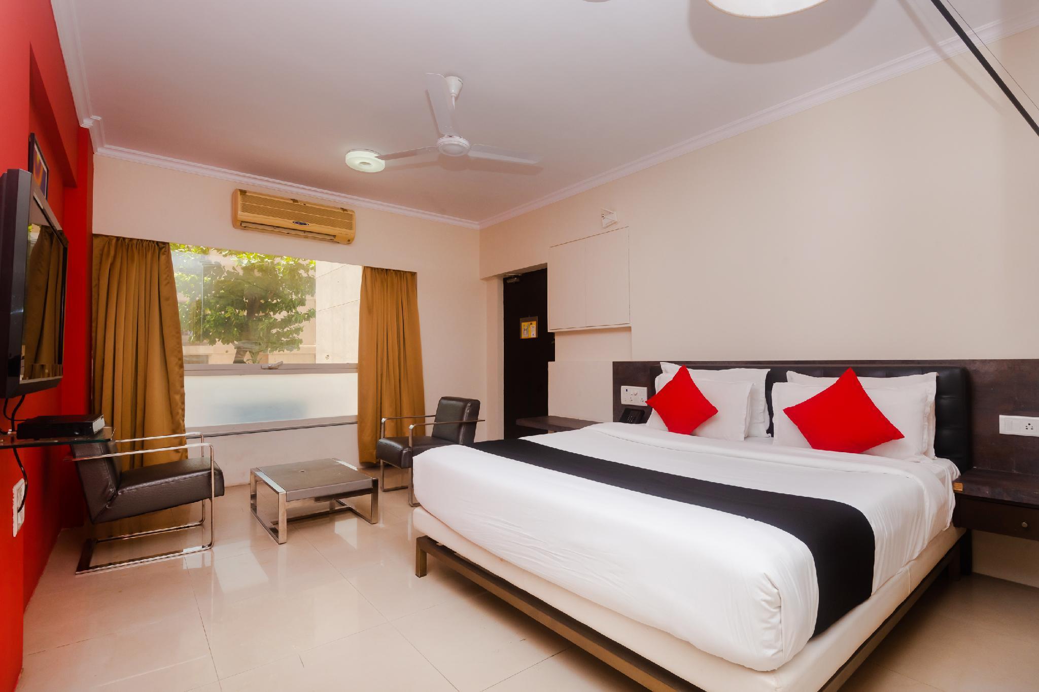 Capital O 40728 Bollywood Design Hotel