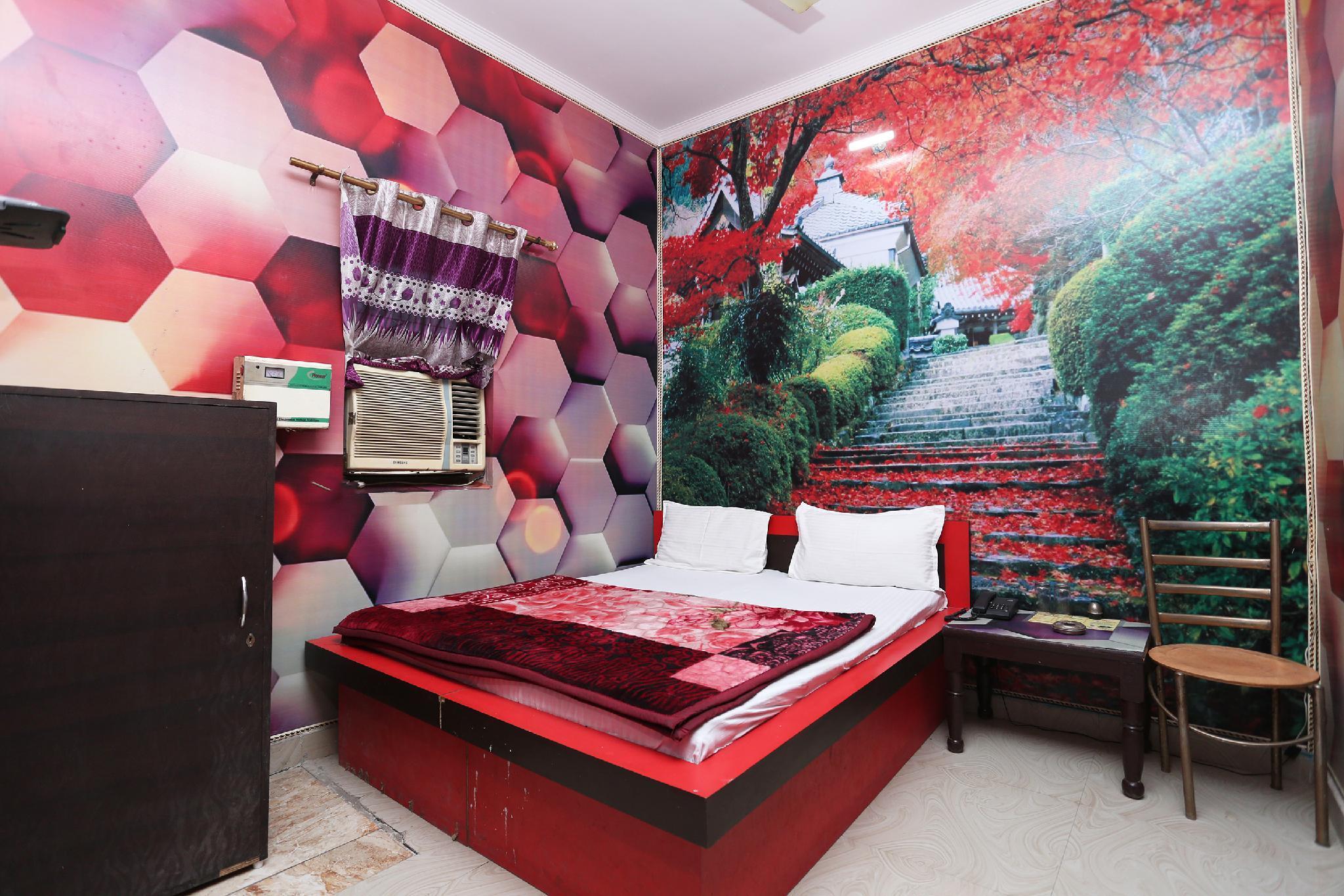 SPOT ON 39843 Hotel 999
