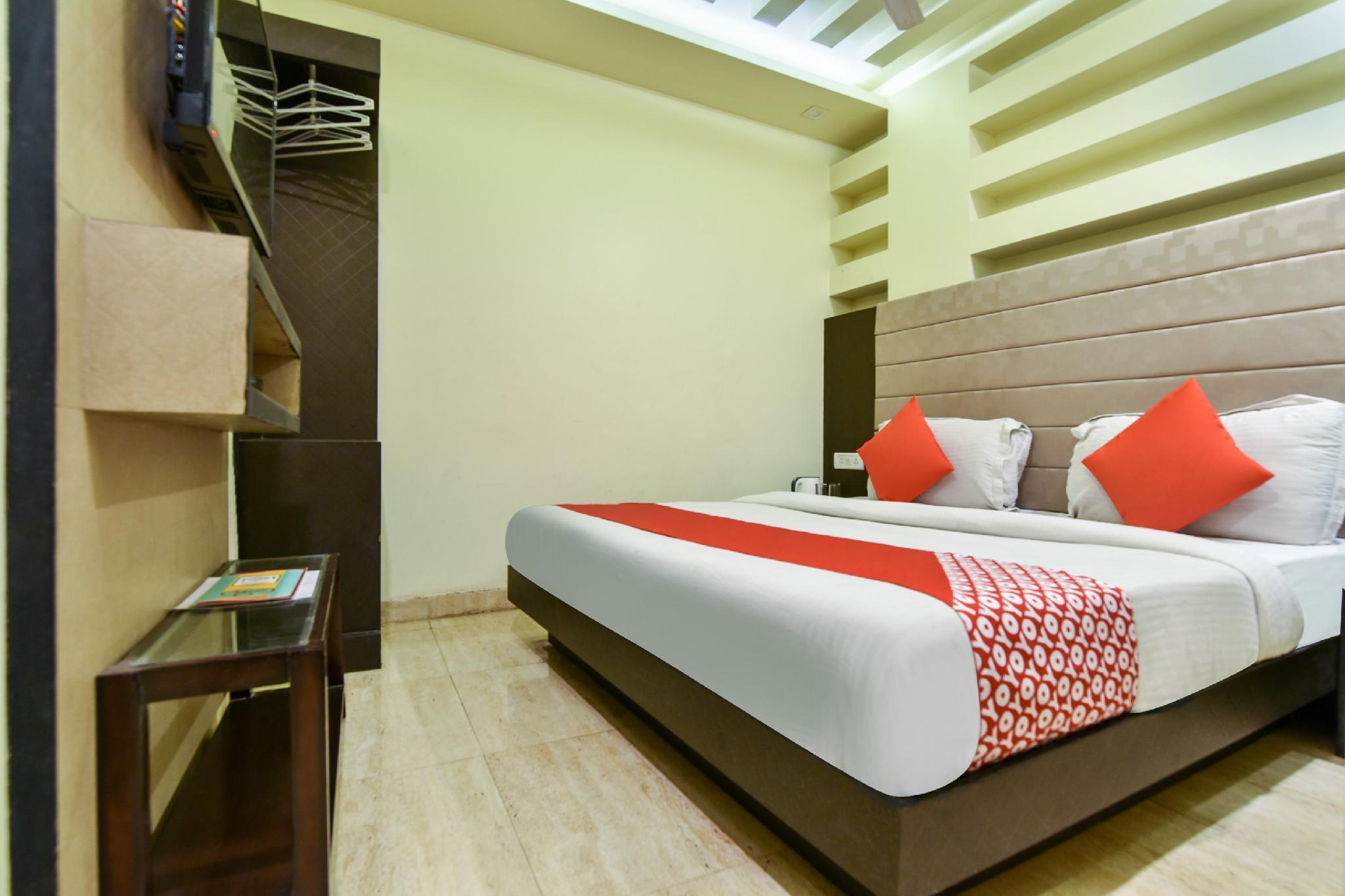 OYO 41651 Hotel Gauranga Inn