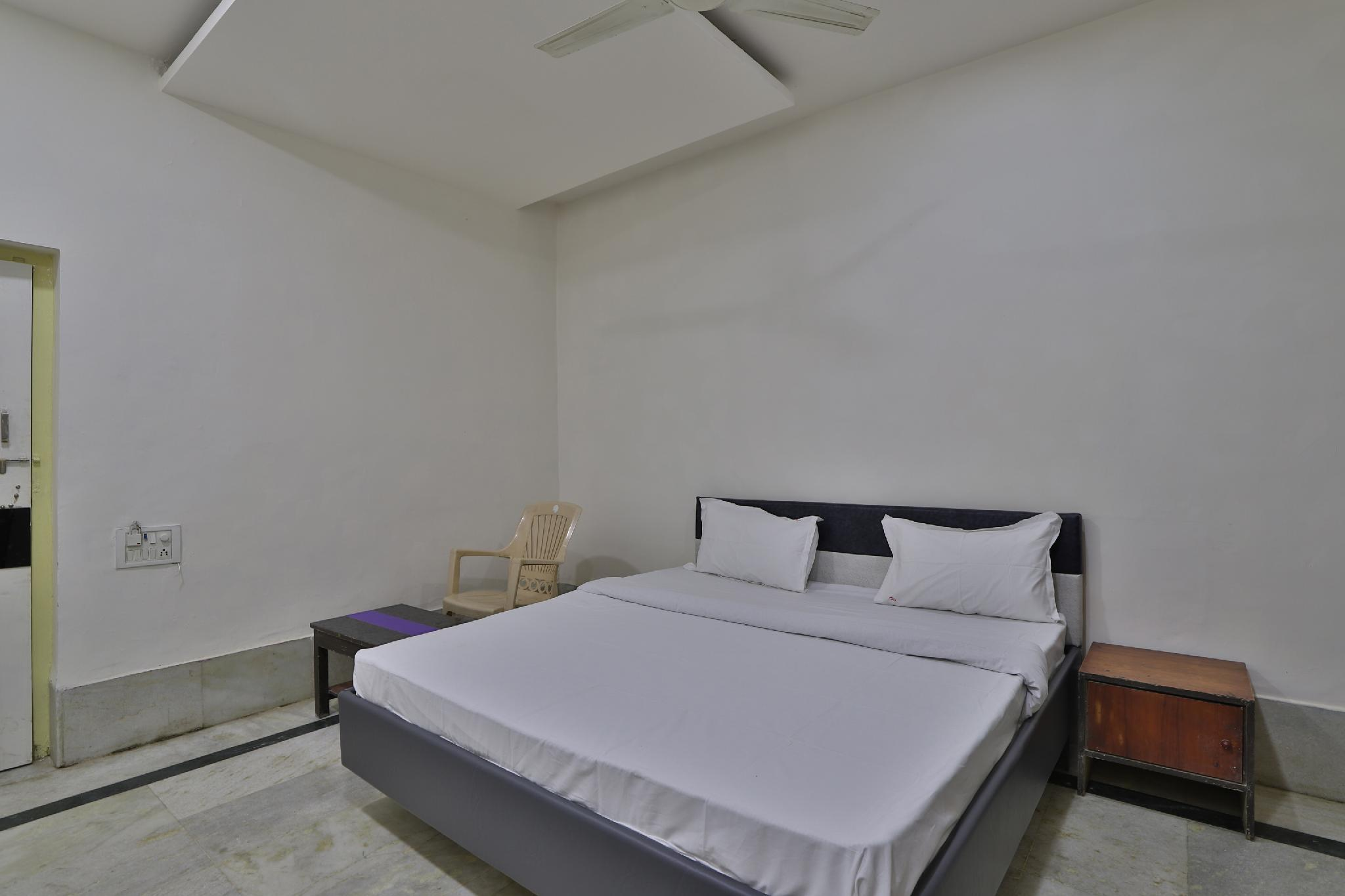 SPOT ON 39918 Hotel Pakas