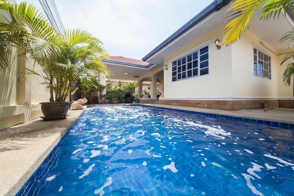 Baan Chokdee - 5 Bed - Private Pool Baan Chokdee - 5 Bed - Private Pool
