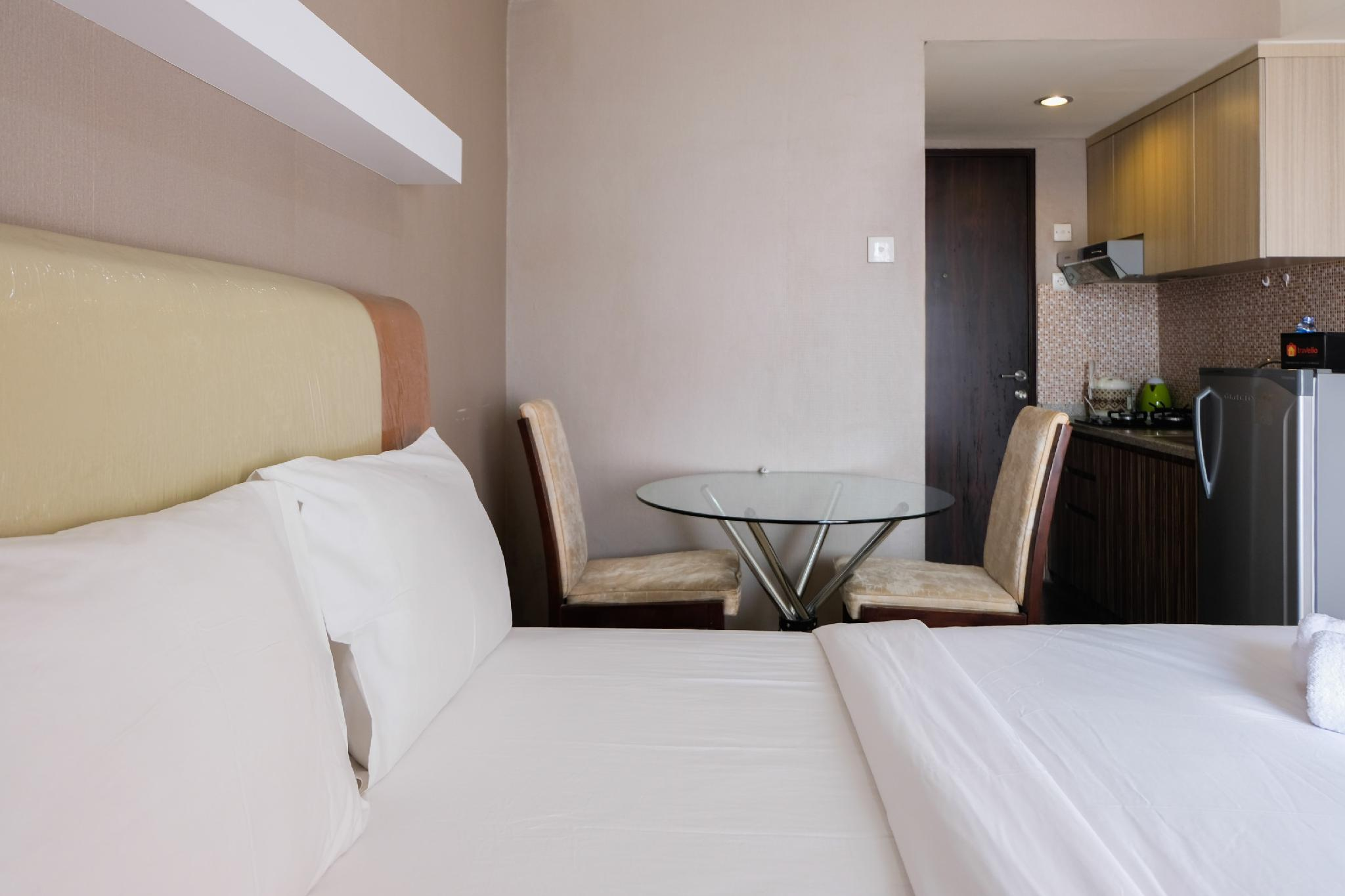 Homey Room At Serpong Greenview Apt By Travelio