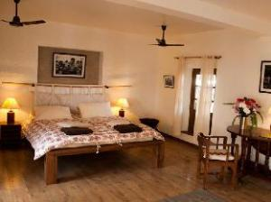 3 Rooms by The Paulines