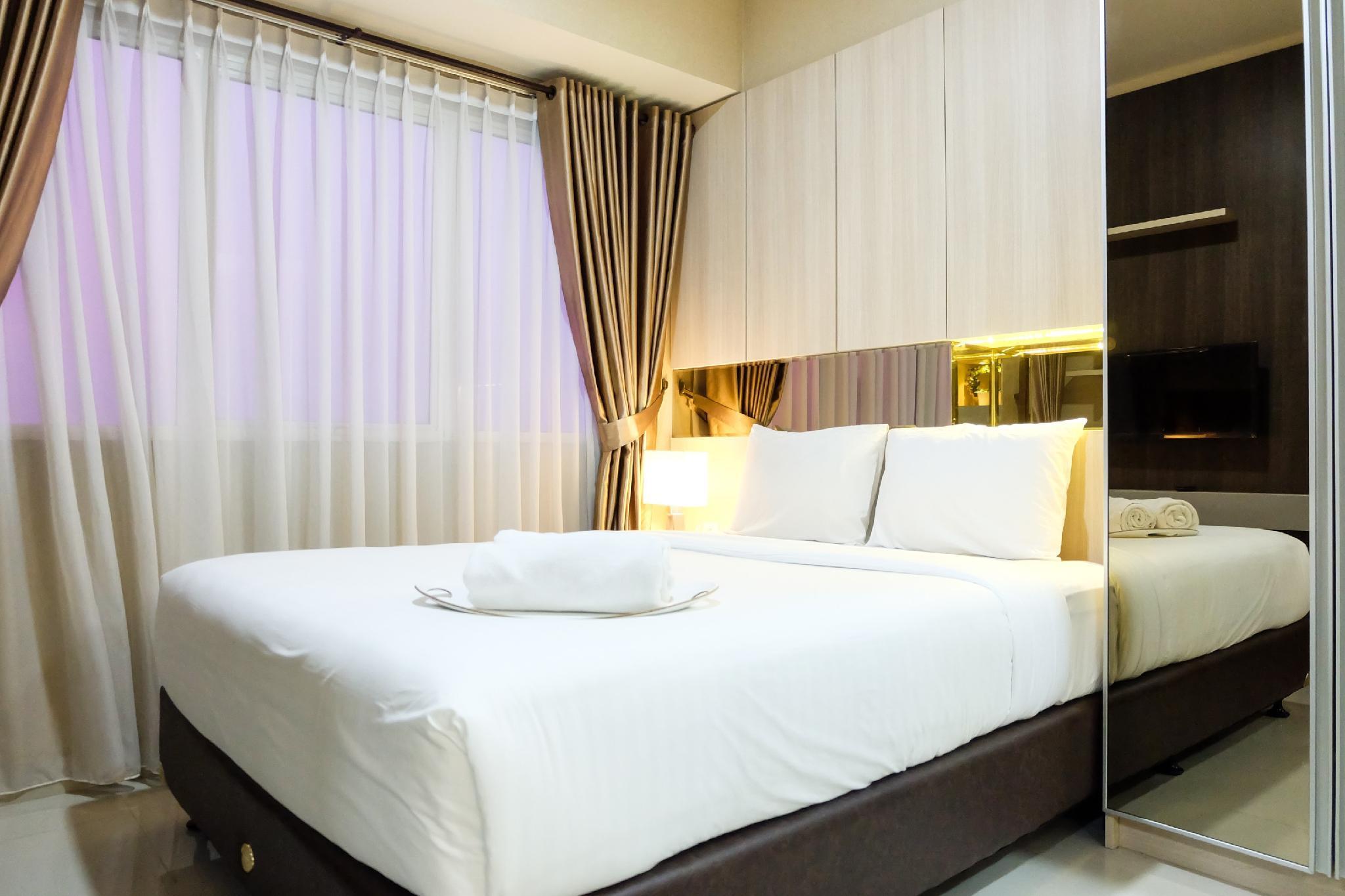 Modern 1BR Oasis Cikarang Apartment By Travelio