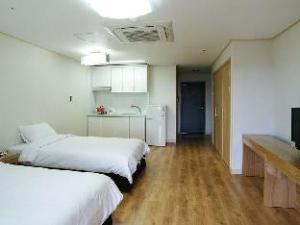 Hongik Jeju Hotel