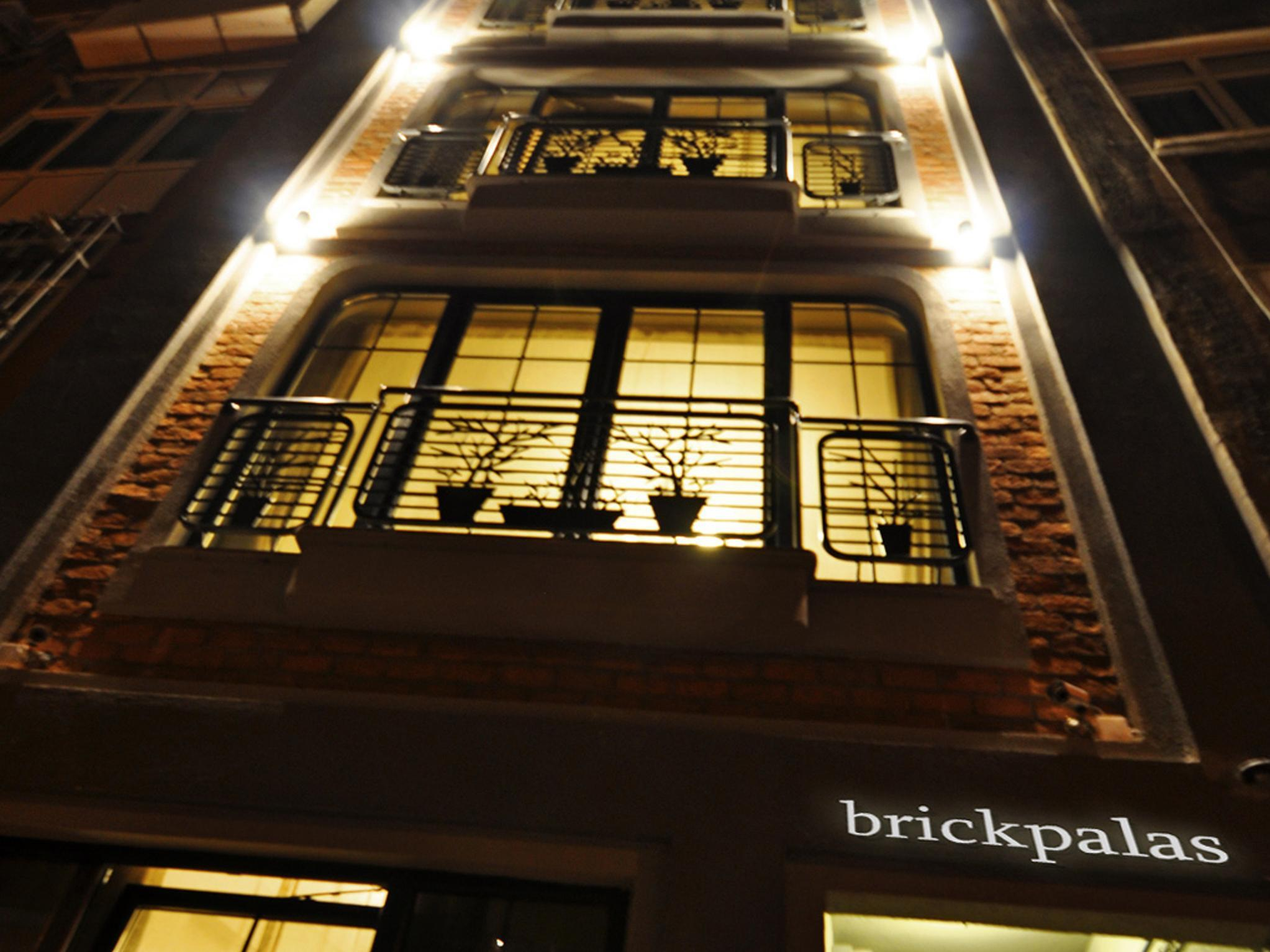 Brickpalas