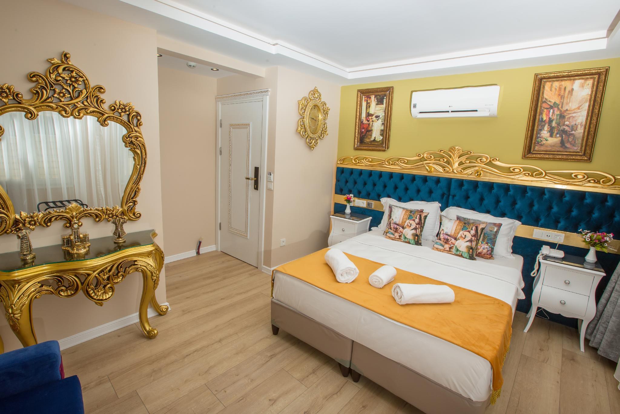Atlantis Royal Hotel