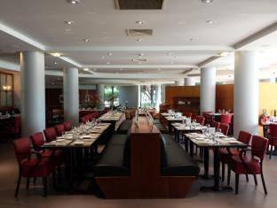 Radisson Blu Charles de Gaulle Airport Hotel Paris - Restaurant Terminal R