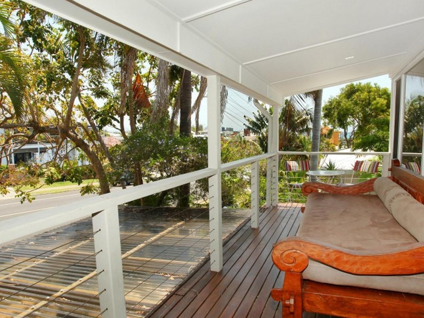 Mayfield 23 Holiday House