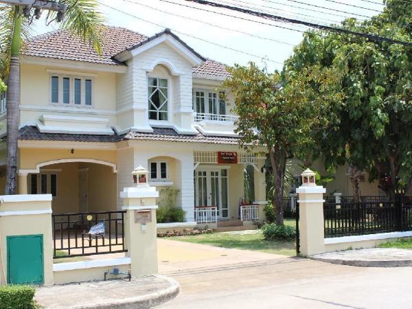 Baan Thanapas Home in Village Chiang Mai