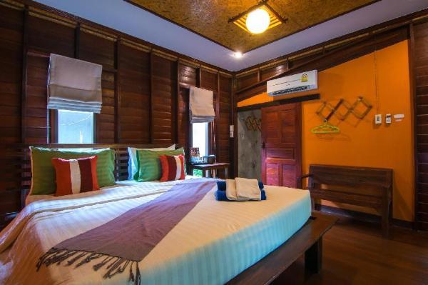 Banrimnarm homestay and resort Amphawa