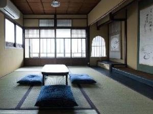 Kyoto Town-house Guesthouse Ichiyoraifuku