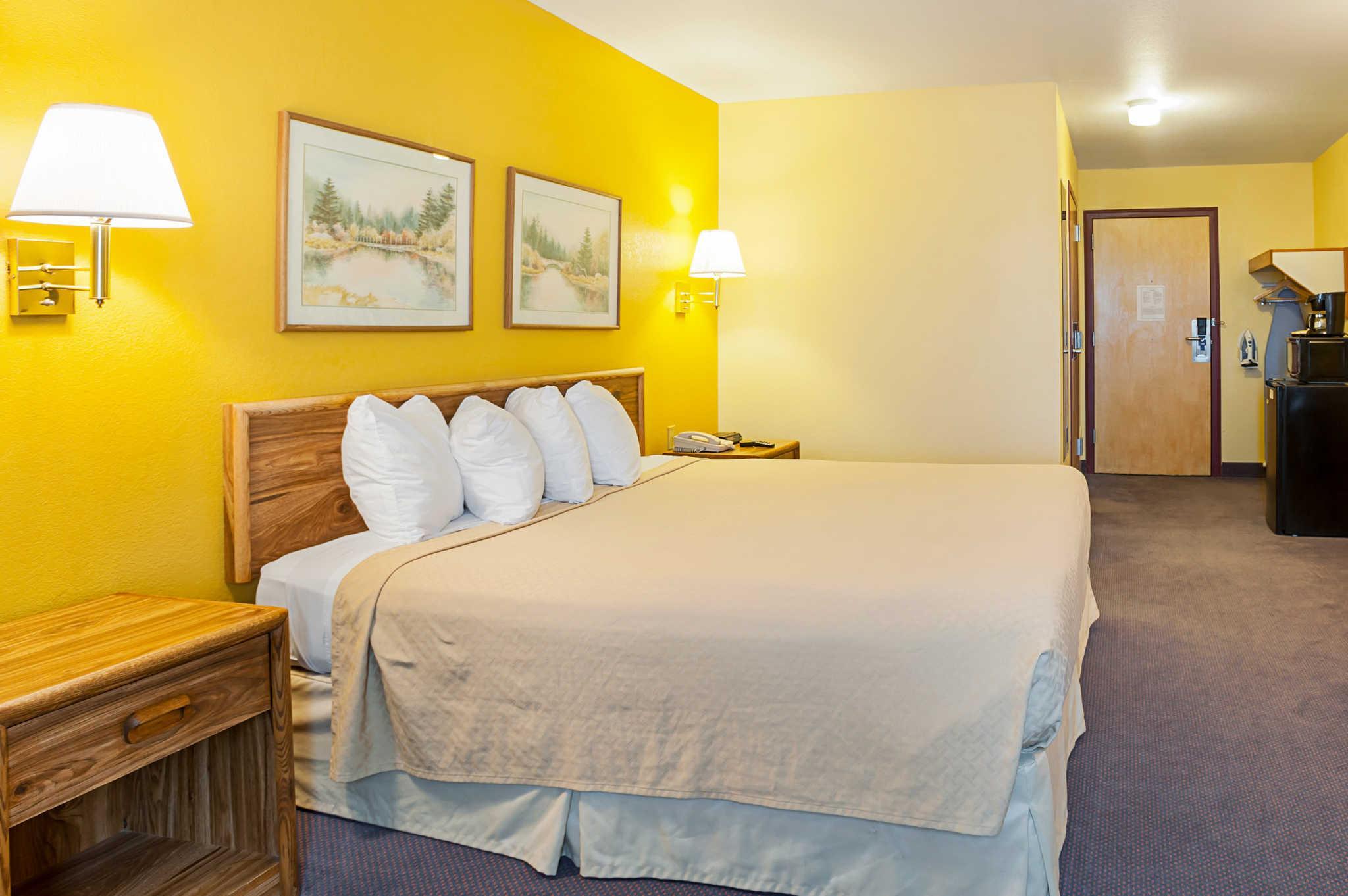 Review Rodeway Inn & Suites Blanding
