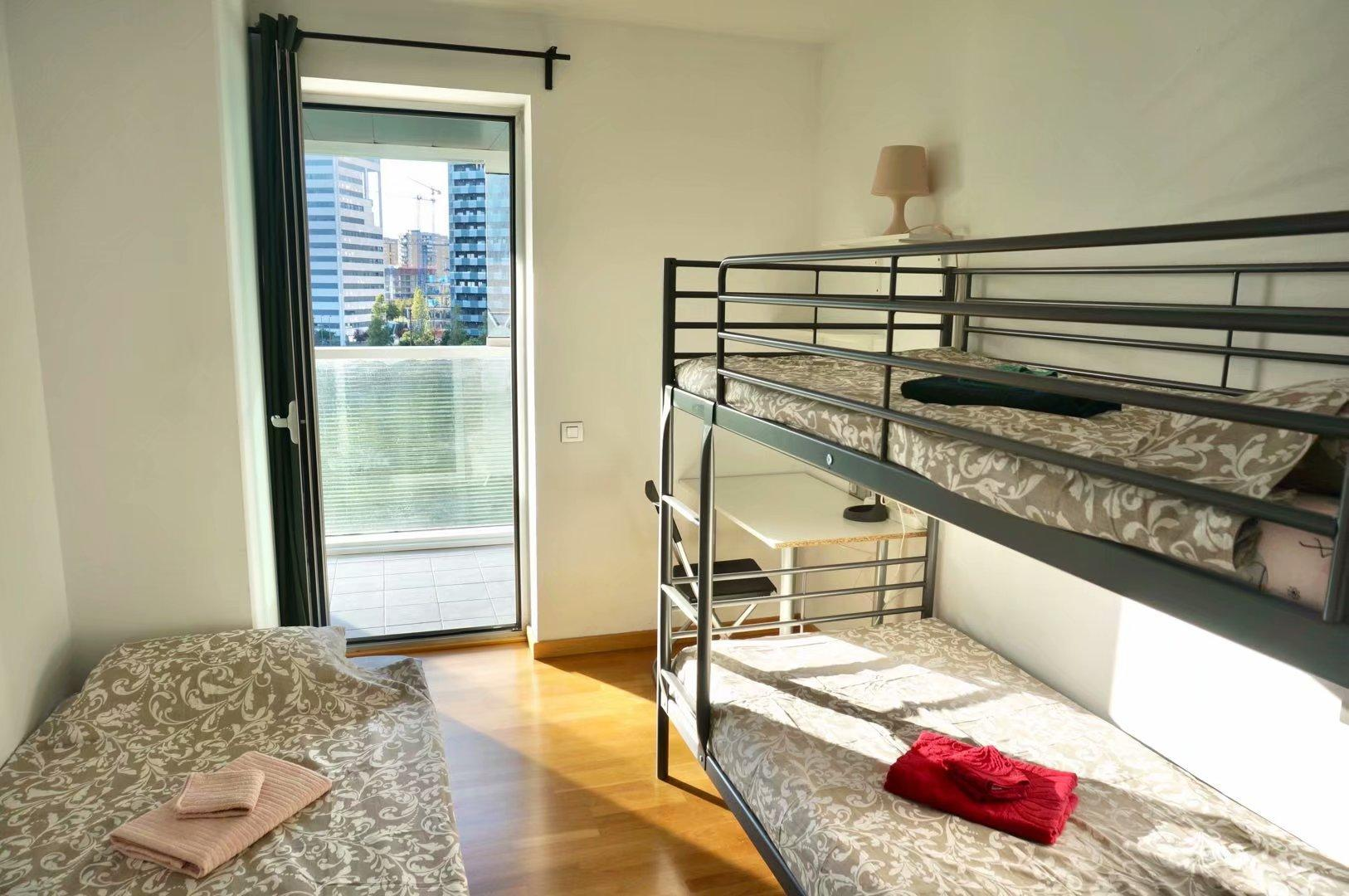 1 Triple Room In One Cozyandmodern Apartment