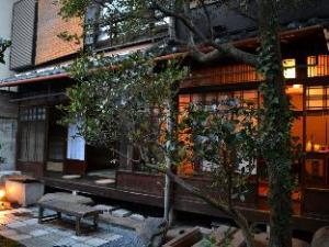 日暮荘 (Higurashi-Sou Guest House)