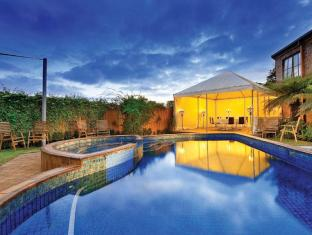 Best Western Buckingham International Hotel Melbourne - Swimming Pool