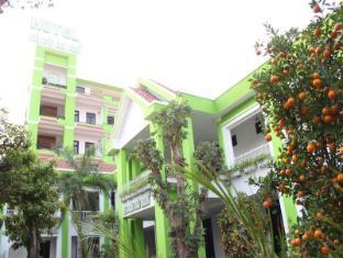 Ngoi Nha Xanh Hotel