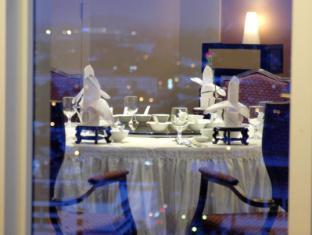 Riverside Majestic Hotel Kuching - Windows on Kuching