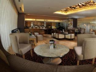 Riverside Majestic Hotel Kuching - The Club