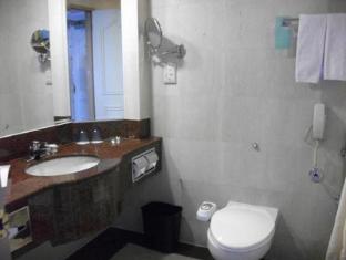 Riverside Majestic Hotel Kuching - Bathroom
