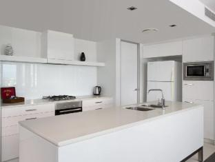 Q1 Resort and Spa Gold Coast - Kitchen