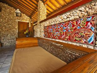 Ida Hotel Bali - Lobby seating area