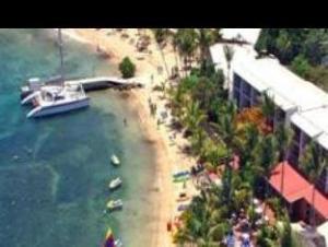 博隆戈湾海滩度假酒店 (Bolongo Bay Beach Resort)