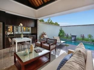 Peppers Seminyak Bali - 1 Bedroom Pool Villa - living and dining area