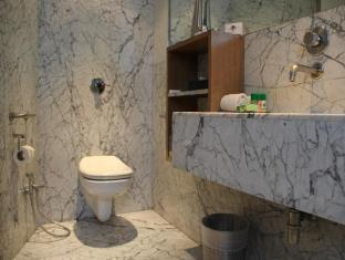 Hotel Palace Heights New Delhi and NCR - Bathroom