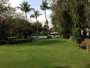 Trident Chennai Hotel Chennai - Lawn Area