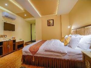 Divinity By Audra Hotels (Divinity By Audra Hotels)