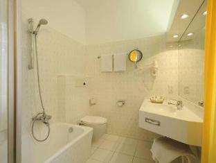 Hotel Scherer Salzburg - Bathroom