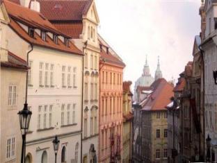 Santini Residence Prag - Hotellet från utsidan