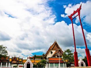 Diamond House Hotel Bangkok - The Giant Swing