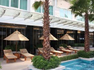 Legacy Suites Sukhumvit by Compass Hospitality Bangkok - Poolside