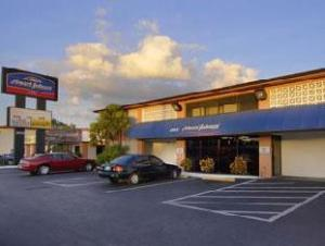 Howard Johnson Hotel - Tampa Near  Airport Stadium