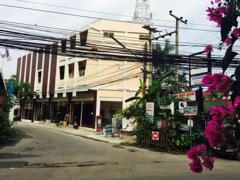 Hotel Murah di Pasar Malam Chiang Mai - DE CHEN guesthouse