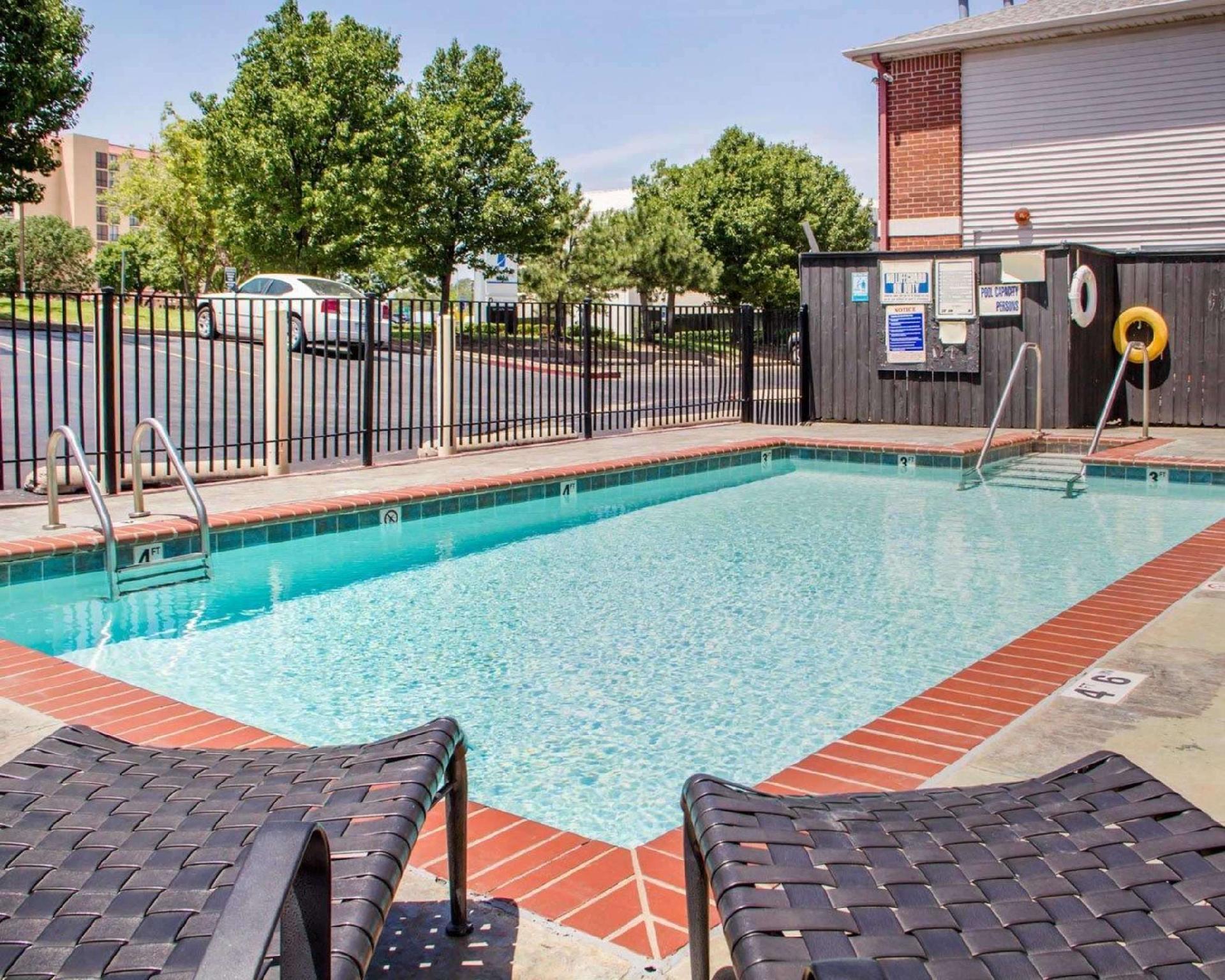 Econo Lodge Inn And Suites Tulsa I 44   Memorial Drive