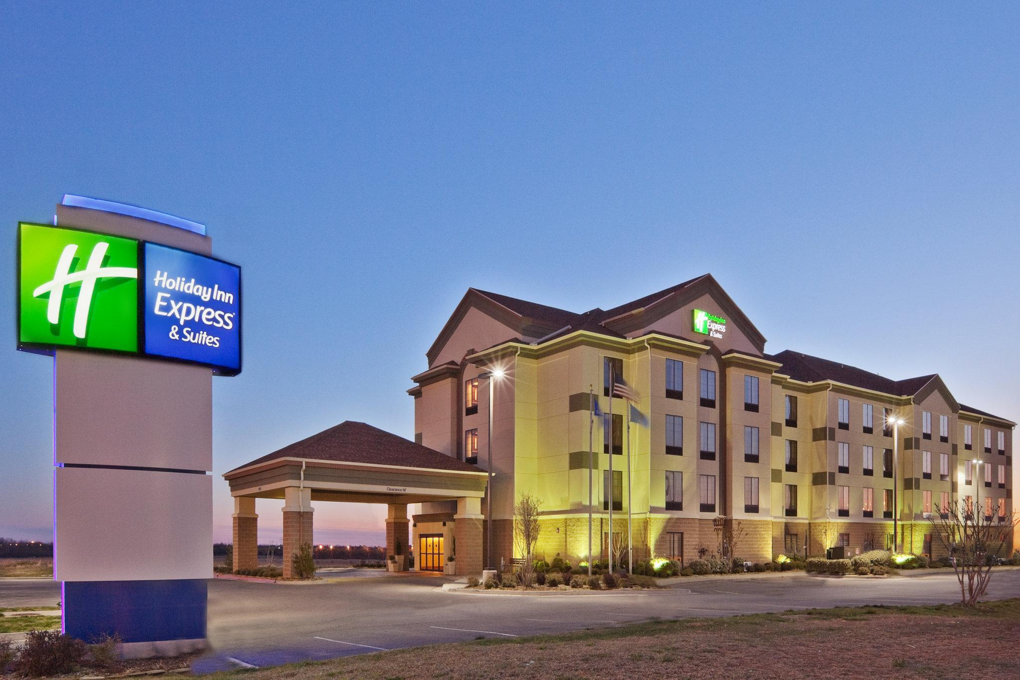 Holiday Inn Express Hotel And Suites Shawnee I 40