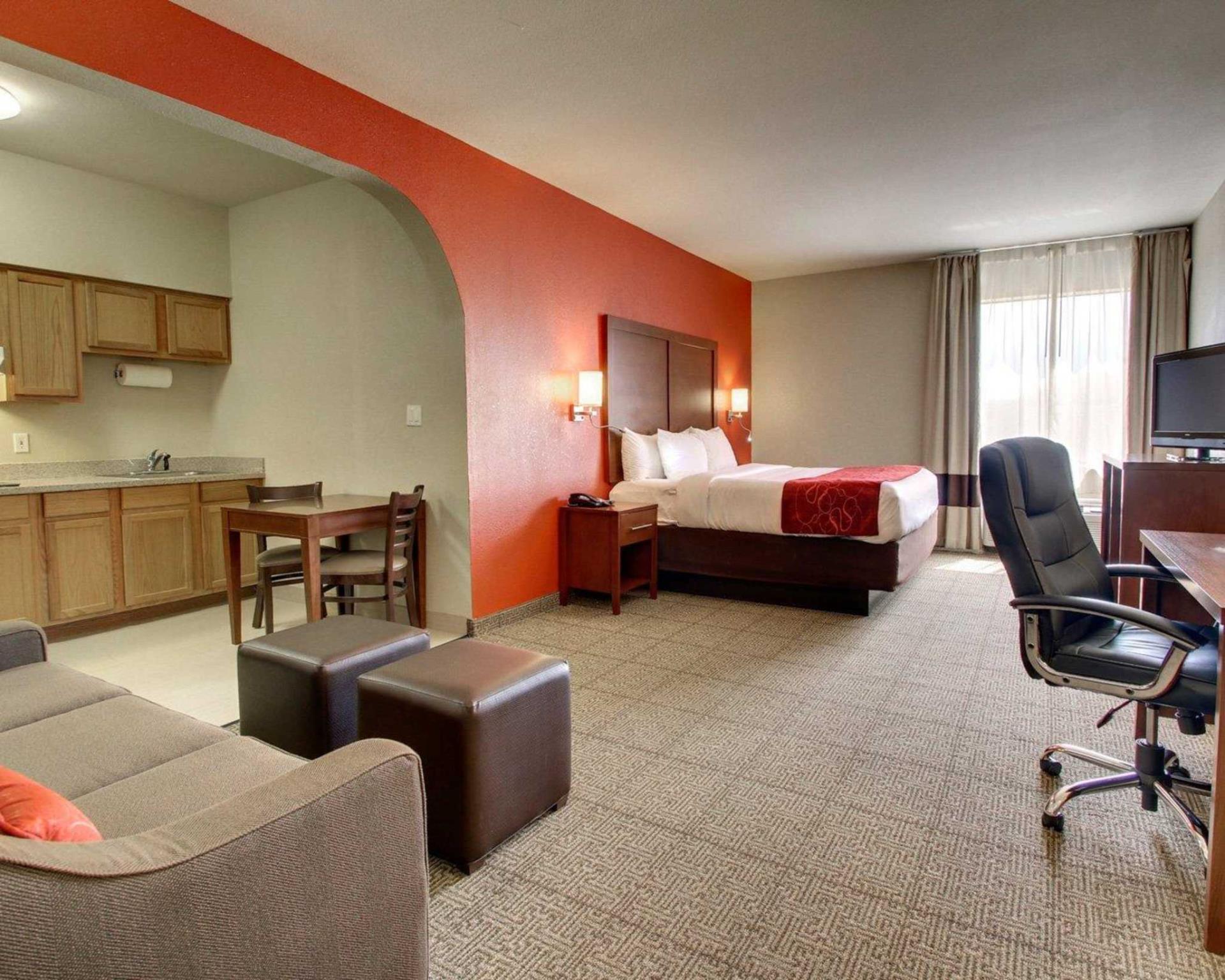 Comfort Suites Tyler South 5