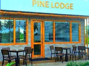 パイン ロッジ (Pine Lodge)