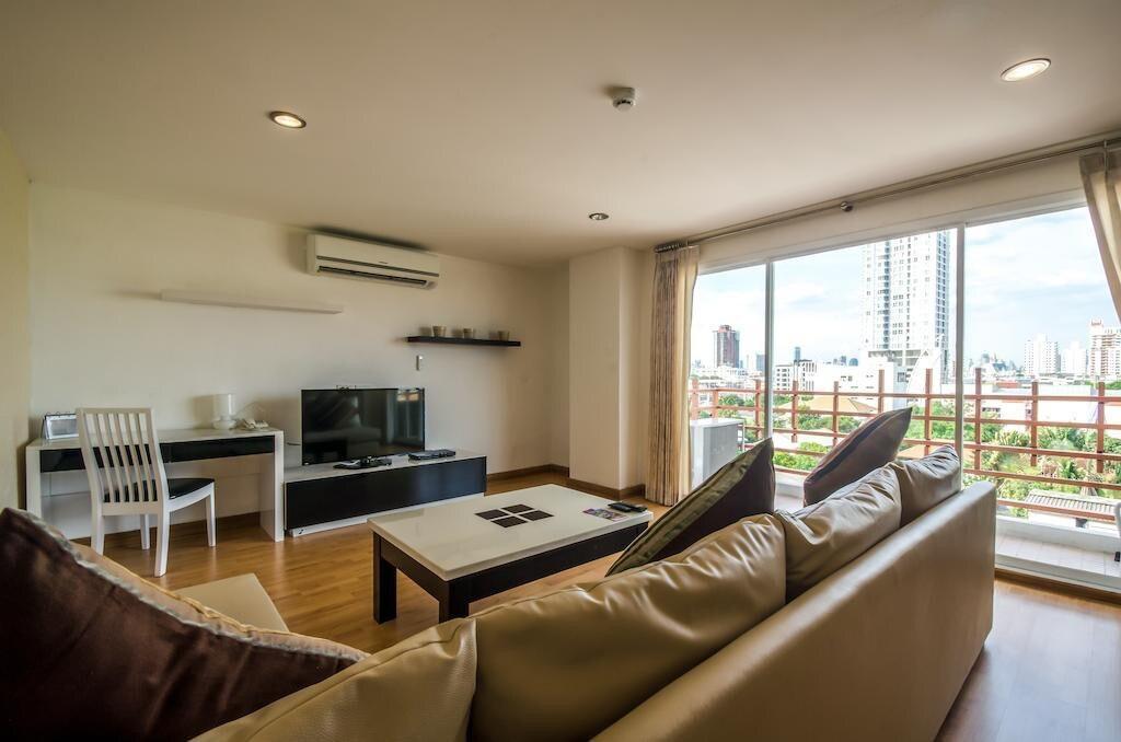 2 Bedrooms Apartment Near Chong Nonsi BTS