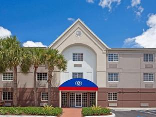 Candlewood Suites Miami Airport West Hotel