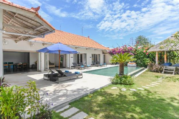 Stunning 3-Bedroom Villa with Pool Close to Beach