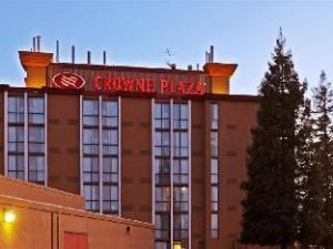 โรงแรมคราวน์พลาซ่า ซคราเมนโต นอร์ทอีสต์ (Crowne Plaza Sacramento Northeast Hotel)