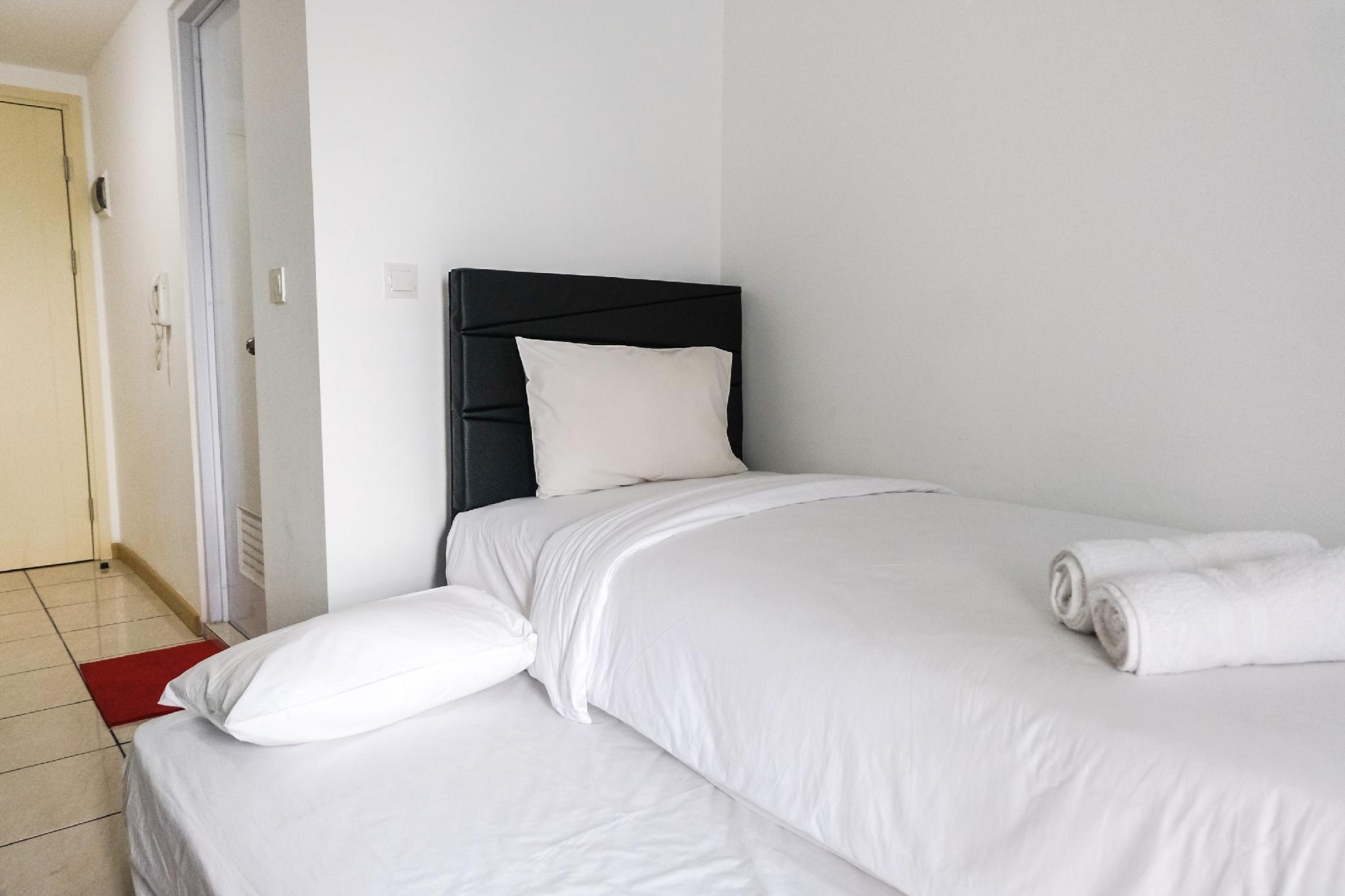 Contemporer Studio Apt MTown Residence By Travelio